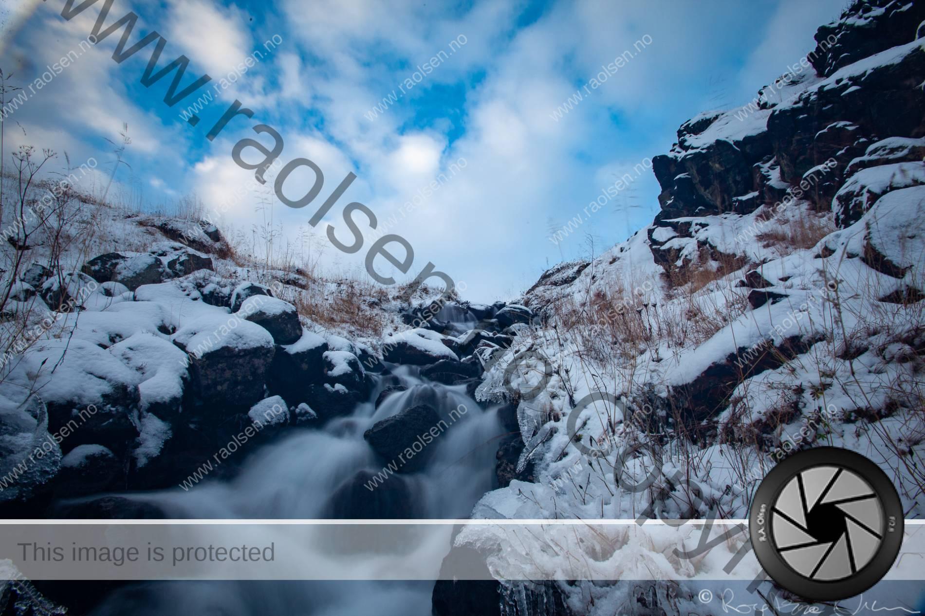 Elv under årets første frost.